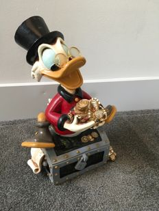 Disney, Walt - Figure - Scrooge McDuck on his treasure trove (ca. 1980)