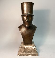 Bronze sculpture, man with top hat