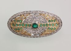 18 kt white gold brooch with diamonds Approx. 1.20 and emeralds 0.50 ct (approx.)