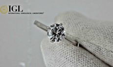 0.90 ct round diamond ring made of 14 kt white gold *** NO RESERVE PRICE ***