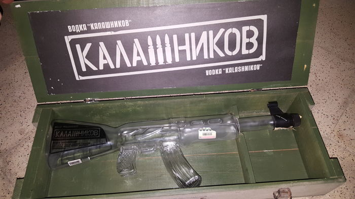 Jack Daniel's Old Nº 7 Brand pen and Vodka Boaka Kalasnhikov