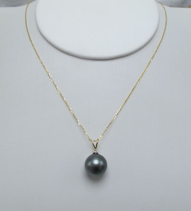 Tahitian black pearls, diamonds, seawater 18K gold necklace. Pearl diameter: 11 mm. New no wear * no reserve price *