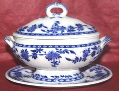 "Minton - antique gravy boat with ""Delft"" plate United Kingdom - 1904"