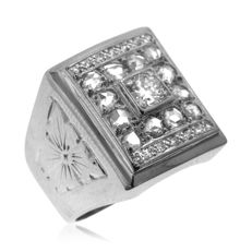 Large Men's 0.71ct Diamond Ring for small finger-size, as new.