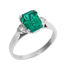 Ring in 18 kt white gold with 0.06 ct diamonds and 1.25 ct emerald