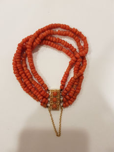 Beautiful bracelet of 100% precious coral with an antique 14 kt clasp.  Four strands