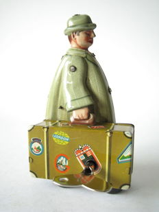 Fritz Voit, Western Germany - Height 11 cm - Tin suitcase carrier with clockwork motor, 1950s