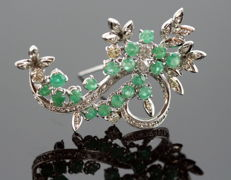 Vintage 18K White gold brooch with Emerald (2.5 ct. total) and Diamonds (1.15 ct. total) circa.1970's