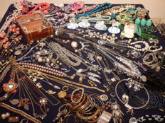 Large collection of decorative jewellery - nearly 250 pieces