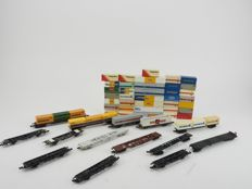 Fleischmann/Lima/Trix/Rowa N - 13 x container wagons mostly of the DB and loose containers