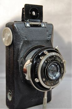 Zeiss Kolibri compact from circa 1932, camera for 127 film