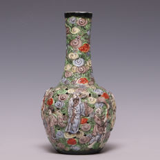 Openwork polychrome decorated porcelain vase - eight immortals - China, around 1900 (marked: Qianlong).