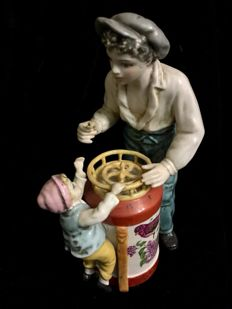 "A beautiful Vintage Spanish Porcelain Group ""The  Biscuit´s Seller"" , Manufacture SUREDA"
