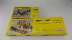 Gauge G/0 - Hmb/LGB - 914/918- 2 Wooden model kits for a station and platform and a sawmill