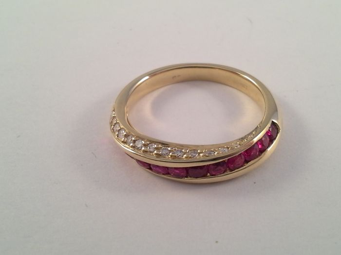 Unique yellow gold ring 18 kt gold with ruby and diamond 0.36 ct, ring size 16.5/51.