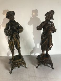 Pair of statues in Babbitt with a bronze patina - Les deux enfants