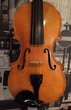 Authentic violin by J. W. Sewell 1985