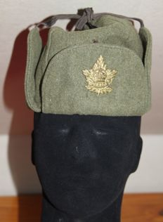 Canadian winter hat, with logo, stamps and dating, 1945, original, in good condition, Ww2