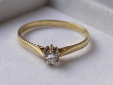 14 kt, gold solitaire ring with diamond, Ring size 18.75