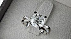 2.39 Ct round diamond ring made of 18 kt white gold - size 7