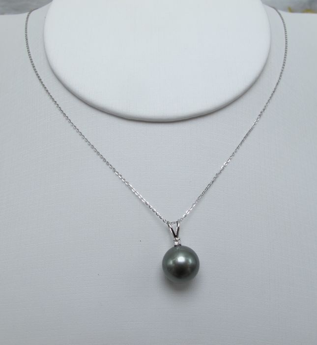 Tahitian black pearls, diamonds, seawater 18K gold necklace. Pearl diameter: 10.1 mm. New no wear * no reserve price *