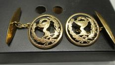 1 pair of cufflinks in 18 kt gold from the 1940s representing two bay leaves and a cup with serpent (Esculaab)