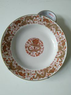 Beautiful polychrome plate in porcelain with dragon decoration - China - end of 19th century