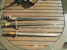 British model 1907 bayonet, French bayonet 1879 & 19th century martini henry bayonet