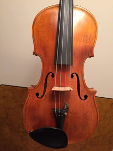 Old fine violin, labelled Walter Jacobs