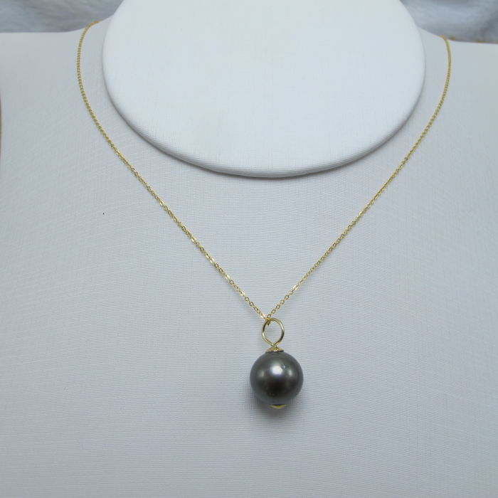 Black Pearl 18K gold necklace. Pearl diameter: 9.8 mm. Necklace Length: 45-42cm