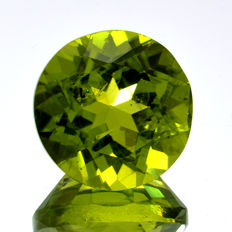 Peridot - 4.33 ct - No reserve price