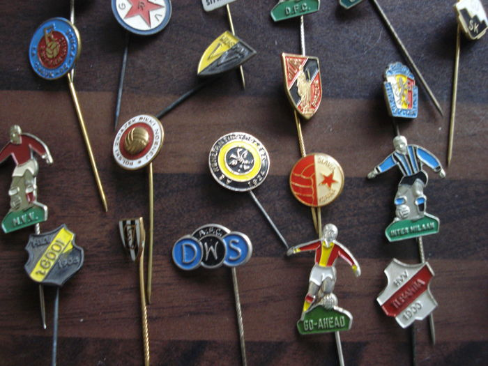 More than 190 football badges of clubs from around the world