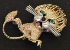 Vintage 14 kt gold lion brooch with chalcedon, pink sapphire and onyx