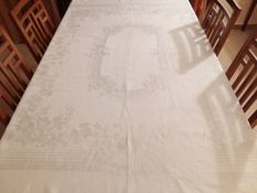 Italian manufacture. Tablecloth of Damask linen. Signs of ageing.
