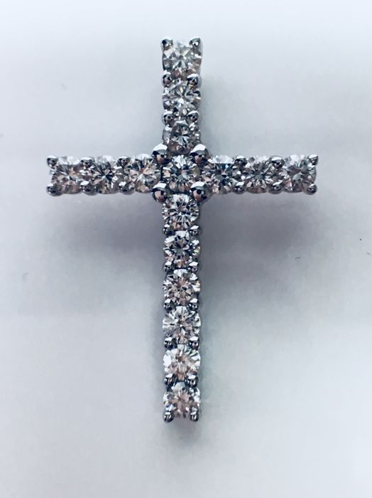 14 kt white gold cross pendant set with 16 brilliant cut natural diamonds - 0.85 ct