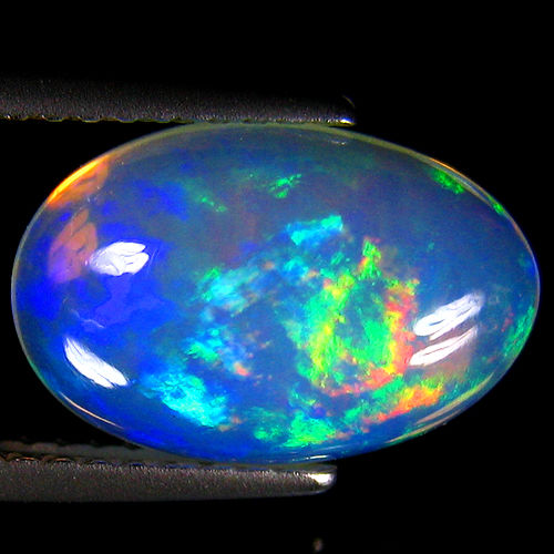 fine white opal with rainbow flash 12.7 x 8.5 x 5.7 mm - 2.81 ct