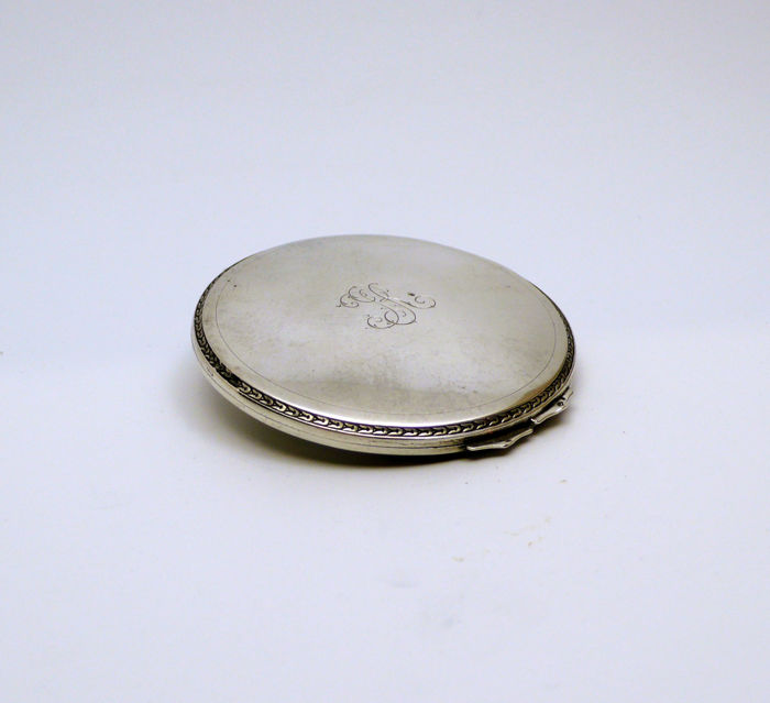 Chinselled compact powder - Early 1900
