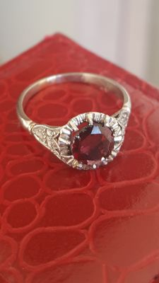 Antique white gold ring with natural diamonds and garnet, circa 1900