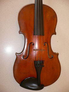 Beautiful old intact violin (4/4) with VUILLAUME brand