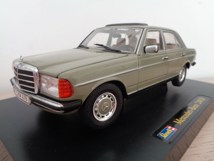 Revell - Scale 1/18 - Mercedes-Benz W123 240D - Green