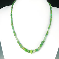 Necklace with Roman green glass beads, including melon bead - 50,5 cm