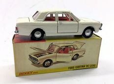 Dinky Toys - Scale 1/43 - Ford Cortina de Luxe No.159