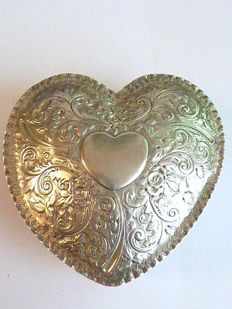Antique, heart-shaped jewellery box or ring case from the Victorian era, made by silversmith Charles Stuart Harris - London - 1886
