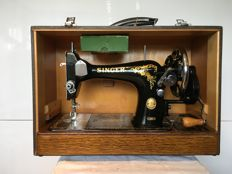 Stunning vintage Singer 128K sewing machine in case with key, 1956