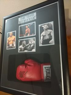 Mike Tyson - Original glove signed by Mike Tyson - JSA certificate of authenticity (COA) and frame with photos