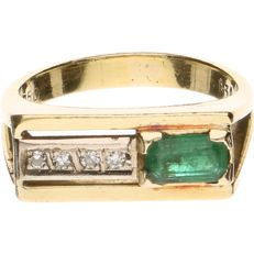 18 kt Yellow gold ring set with emerald and diamond - Ring size: 16.75 mm