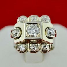 18K Art Deco Tank Ring with 9 'Old cut' Diamonds total ca. 2.00 ct., central diam. +/-0.70 ct. colour G (Wesselton) VS