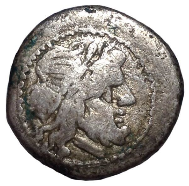 The Roman Republic - Anonymous Issues - AR Victoriatus (Silver, 17mm, 2,33g.), Rome mint c. 211-208 BC - Head of Jupiter / Victory - Cr. 44/1