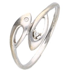 18 kt White gold ring with two stylised fishes on the head, set with brilliant cut diamond - Ring size:  17.75 mm