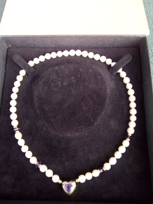 Pearl necklace with heart pendant made of 585 gold